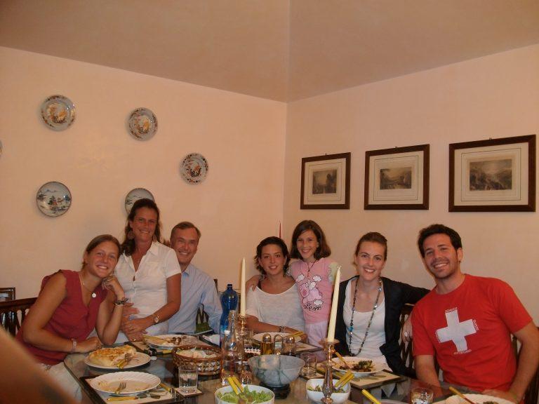 Henrique e a família de Elena. [Imagem: Arquivo Pessoal]